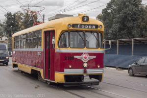 Старый трамвай с одной фарой. Улица Ильинская. Нижний Новгород