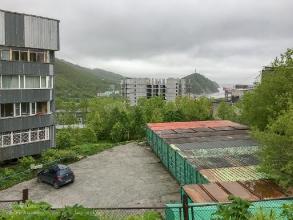 Петропавловск-Камчатский. Вид с улицы Вилюйской на Никольскую сопку и Авачинскую бухту