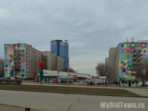 Художественная роспись ''Сердечки''  и ''Глазки'' на улице Хиросимы,  дома 16 и 14.  Фото Волгограда