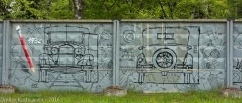 Граффити на заборе. Чертеж автомобиля ГАЗ 1932 года. Фото