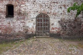 Выборгский замок. Ворота, брусчатка, крепостная стена