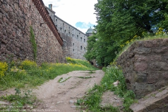 Выборгский замок. Между внешней и внутренней стенами