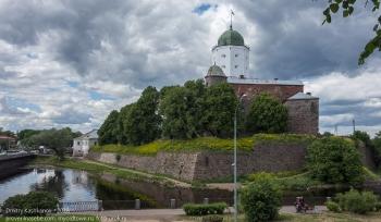 Фото Выборгского замка с набережной
