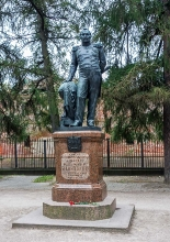 Памятник Ф.Ф.Беллингсгаузену. Кронштадт. Фото