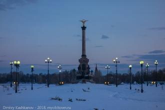 Памятник 1000 лет Ярославлю. Вечернее фото с фонарями