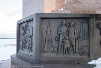 Фрагмент барельефного оформления основания памятника