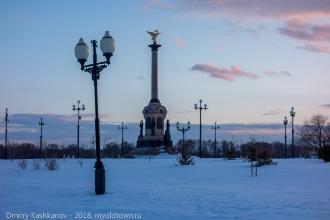 Памятник 1000-летию Ярославля на Стрелке