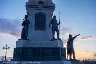 Основание памятника 1000-летию Ярославля. Вечернее фото