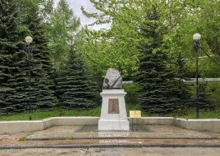 Памятник Лаперузу Жану-Франсуа в Петропавловске-Камчатском