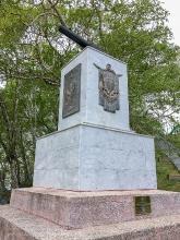 Памятник героям III батареи лейтенанта А.П.Максутова