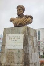 Багратионовск. Памятник П.И.Багратиону на городской площади