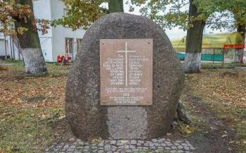 В память о всех жителях Прёйсиш-Эйлау, погибших в горниле II мировой войны