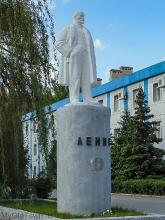 Памятник Ленину около заводоуправления ВОАО Химпром. Фото