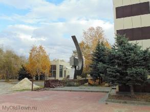 Памятник Серп и молот на площади Чекистов. Фото Волгограда
