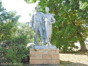 Памятник рабочему-судостроителю. Фото Волгограда