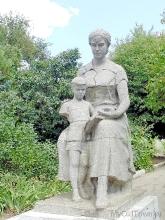 Скульптура Мать и дитя. Фото Волгограда