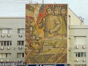 Памятники на площади Дзержинского