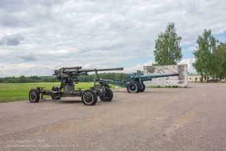 Бородинское поле. Пушки у центральной экспозиции