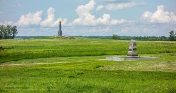 Бородинское поле. Вид с дороги на главный монумент