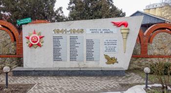 Памятник героям Великой Отечественной войны у Ейского морского порта