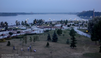 Парк Стрелка в Ярославле. Фото с Которосльной набережной