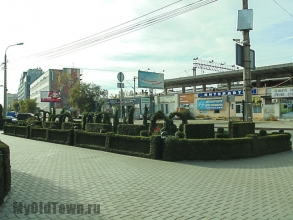 Сквер на Коммунистической осенью. Фото Волгограда