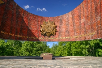 Памятник на аллее победы