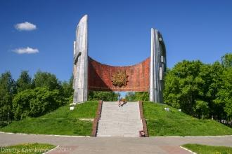 Обелиск в честь 50-летия победы в Великой отечественной войне