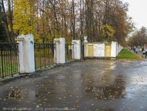 Вход в Автозаводский парк с проспекта Молодежного. Осеннее фото