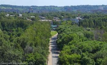 Дорога между Автозаводским парком и озером