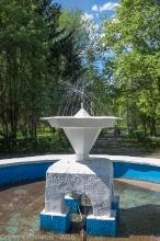 Малый фонтан покрасили ко Дню победы. Фото 2016 года