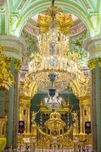 Алтарь и Царские врата. Фото Петропавловского собора