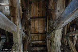Правдинск. Георгиевская церковь. Деревянная конструкция - взгляд вверх