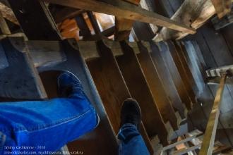 Правдинск. Георгиевская церковь. Ширина ступеней лестницы