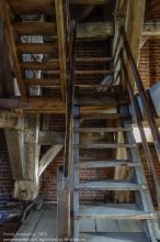 Правдинск. Георгиевская церковь. Деревянная лестница внутри башни