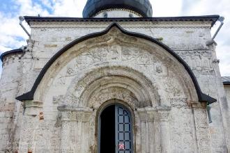 Георгиевский собор в Юрьеве-Польском. Резьба по камню на северном портале