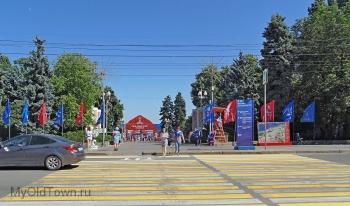 ЧМ-2018 по футболу. Волгоград. Аллея Героев. Вид на вход в фан-зону