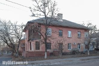 Улица Ухтомского дом 19. Старый жилой дом. Волгоград. Фото