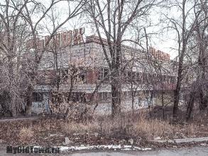 Улица Ухтомского дом 1. Волгоград. Фото здания заброшенного рынка