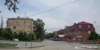 Перекресток улицы имени Ухтомского и Калининградской. Волгоград. Фото
