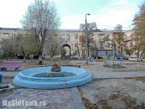 Улица Мира, дом 26. Старинный действующий фонтан. Фото Волгограда