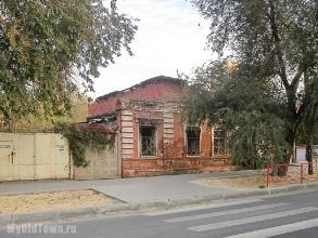 Улица Невская дом 1. Вид с улицы Болонина. Фото Волгограда