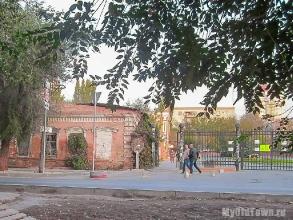 Вид от вокзала Волгоград-1 на улицу Невскую. Фото
