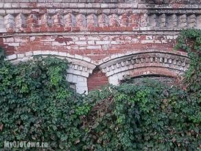 Улица Невская дом 1. Фото фрагмента стены.