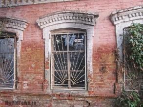 Улица Невская дом 1. Вид с улицы Болонина. Фото фрагмента стены