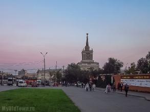 Железнодорожный вокзал Волгограда. Вид с улицы Невской. Фото