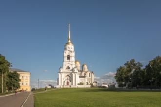 Владимирский Успенский собор и здание палат. Фото