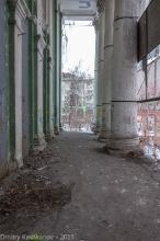 Разрушенная колоннада кинотеатра Родина. Дзержинск. Фото 2015 года