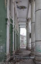 Портик здания кинотеатра Родина в Дзержинске. Фото 2015 г.