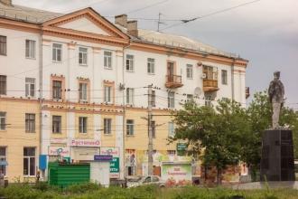 Площадь Маяковского. Дзержинск. Голуби на проводах